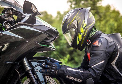 Idées de cadeaux d'anniversaire pour les propriétaires de scooter ou de moto